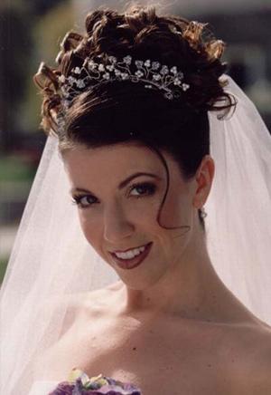 Свадебные причёски с диадемой на короткие волосы