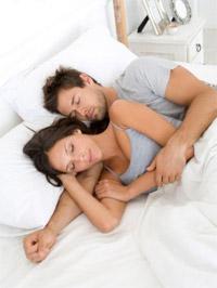 Супруги в кровати