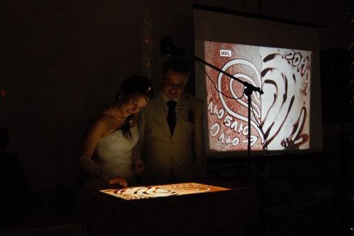 Рисую на песке на свадьбах