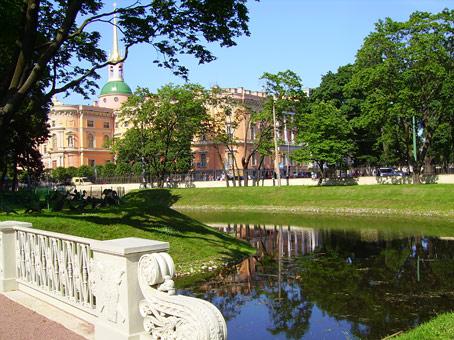 Замок расположен у истока реки