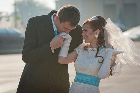 Наряд жениха и невесты в одном стиле фото