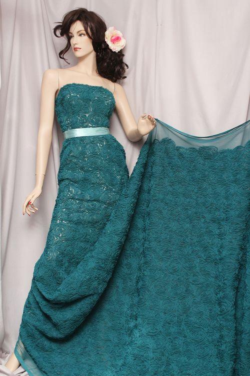 Платья из объемных тканей