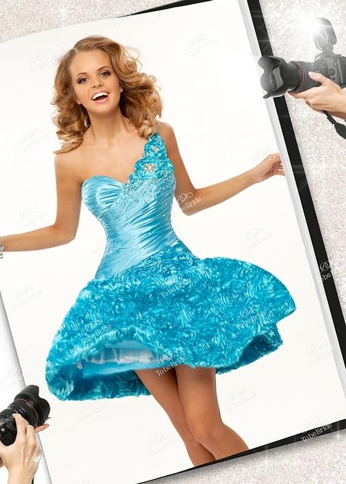 Сегодня в магазине коктейльных платьев можно купить множество .