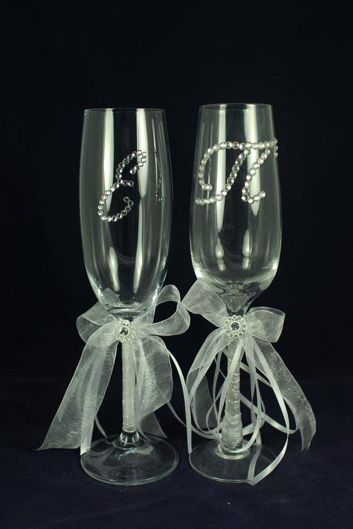 Название: Свадебные бокалы Вензель ; Описание: Бокалы, ручная работа, отделка ленты, стразы. Стекло, производство Россия. Принимаем заказы на изготовление